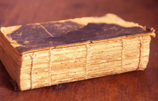 old-book-1477665-1599x1022